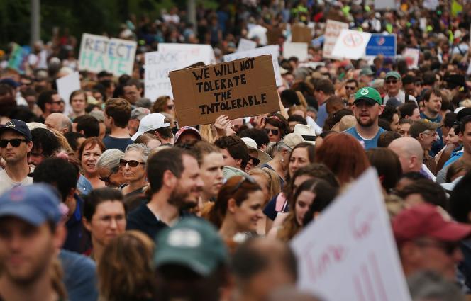 Des milliers de manifestants ont défilé contre le racisme dans les rues de Boston, le 19 août.