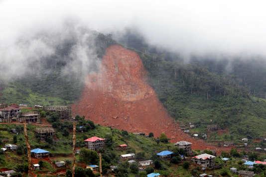 A Freetown, de puissantes coulées de boue ont envahi les rues dans la nuit du 13 au 14août.