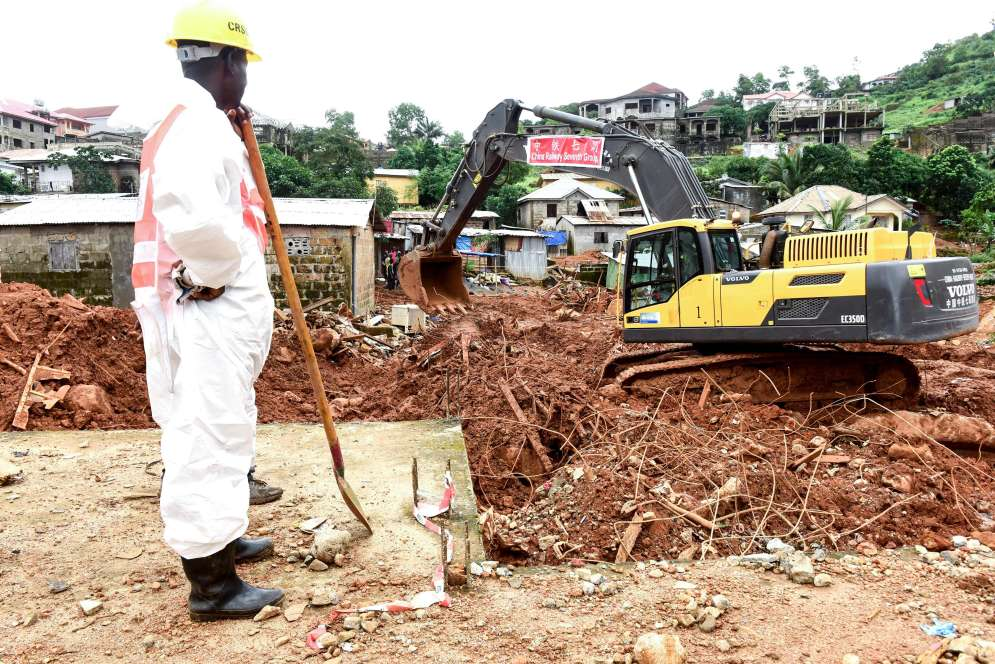 Les recherches se poursuivaient à Freetown, le 19 août, pour retrouver les disparus dans les décombres.