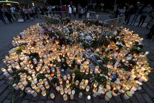 Un mémorial aux victimes de l'attaque au couteau, à Turku, le 19 août.