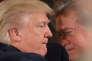 Donald Trump avec Stephen Bannon, son conseiller stratégique, à la Maison Blanche, en janvier 2017.