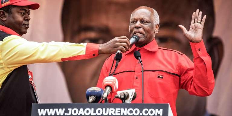 Le président sortant de l'Angola, José Eduardo dos Santos, lors d'un rassemblement de campagne de son dauphin Joao Lourenço, candidat du Mouvement populaire de libération de l'Angola (MPLA) aux élections générales, à Luanda, le 19août 2017.