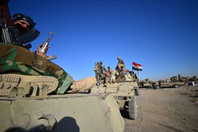 Des miliciens des forces de la Mobilisation populaire avec l'armée irakienne, près de Tal Afar, le 20 août 2017.