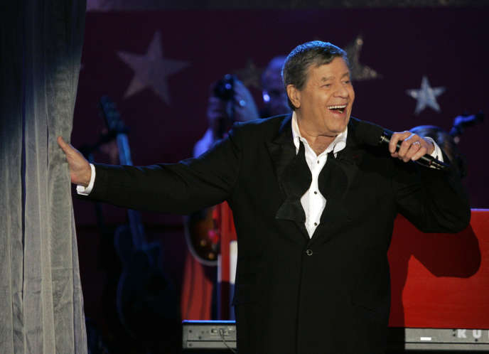 Jerry Lewis sur scène lors du Téléthon (Jerry Lewis Muscular Distrophy Association Telethon), à Beverly Hills, le 5 septembre 2005.