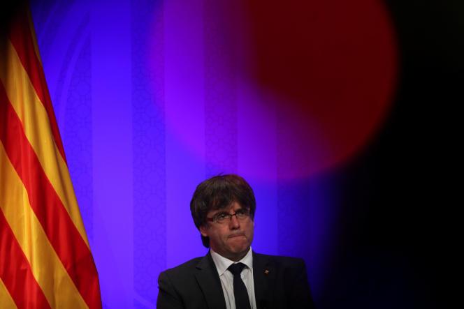 Le président de la Generalitat, Carles Puigdemont, sera le chef de ce gouvernement intérimaire.