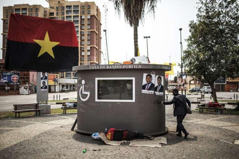 Le drapeau du MPLA, le parti au pouvoir, à Luanda, le 20août 2017.