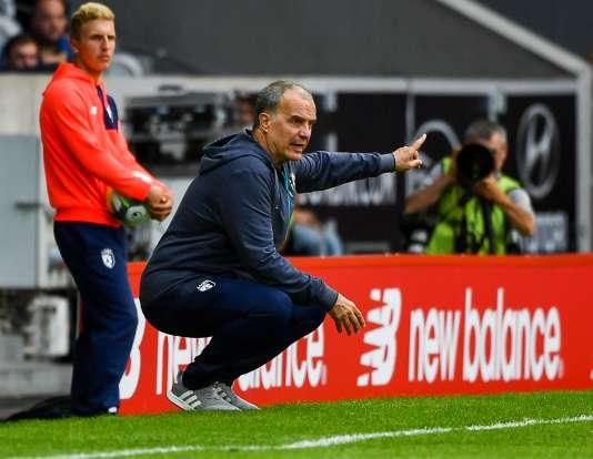 L'entraîneur lillois Marcelo Bielsa, le 20 août, lors de la défaite (2-0) de son équipe contre Caen.