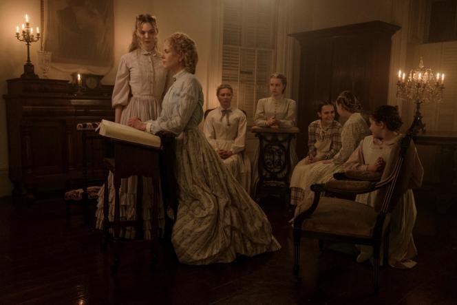 Nicole Kidman, Elle Fanning, Kirsten Dunst, Addison Riecke, Angourie Rice, Emma Howard et Oona Laurence dans le film américain de Sofia Coppola,«Les Proies» («The Beguiled»).