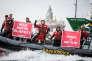 Des militants de Greenpeace dans la mer de Barents, le 21 juillet.