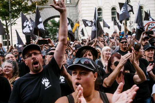 Des partisans du groupe d'extrême droite La Meute, à Québec, le 20 août 2017.