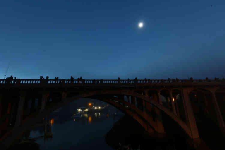 L'éclipse a commencé dans l'ouest du pays. Ici, une image du ciel àDepoe Bay dans l'Oregon.