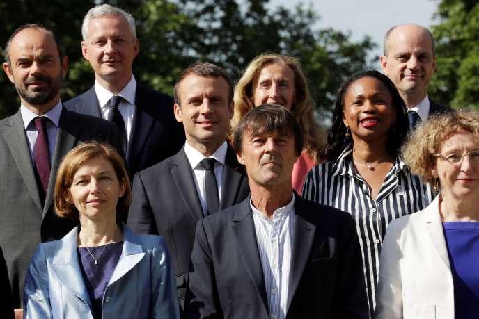 Nicolas Hulot devant Emmanuel Macron, à l'Elysée, le 22 juin 2017, avec d'autres membres du gouvernement (de gauche à droite :Edouard Philippe,Florence Parly,Bruno Le Maire,Nicole Belloubet, Laura Flessel,Jean-Michel Blanquer etMuriel Penicaud).