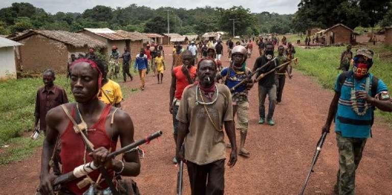 Des miliciens anti-balaka à Gambo, dans le sud-est de la Centrafrique, le 16 août 2017.