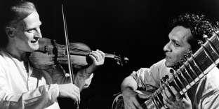 Yehudi Menuhin et Ravi Shankar enregistrent, en 1966, à Londres, l'album «West Meets East», qui sortira l'année suivante.