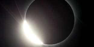 La lune éclipse le soleil, le 21 août, dans l'Oregon.