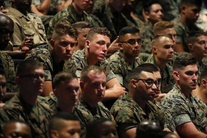 Des militaires américains écoutent leur président, à Fort Myer, en Virginie, le 21 août.