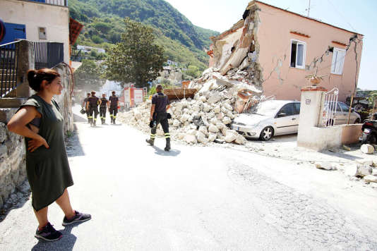 Une maison effondrée après le séisme sur l'île d'Ishia, mardi 22 août.