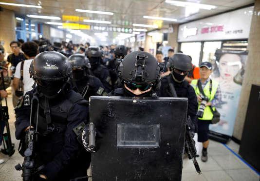 Des équipes américaines de la «Special Weapon and Tactics» (SWAT) prennent part à des exercices antiterroristes à Séoul, le 22 août.