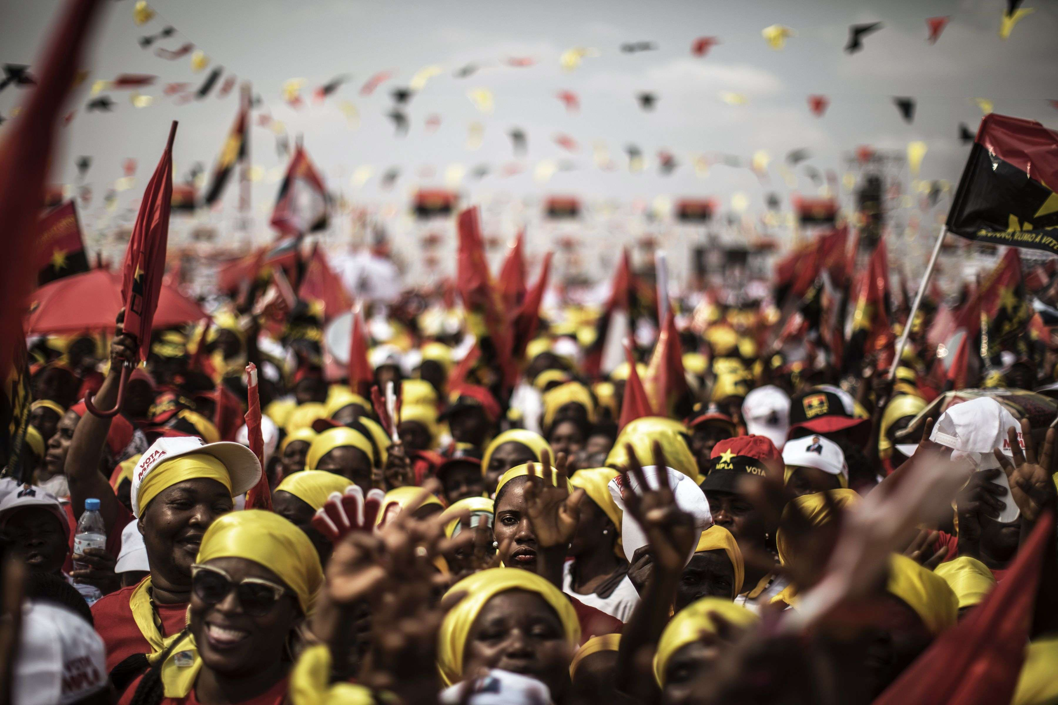 Des supporteurs du favori Joao Lourenço, du MPLA, parti au pouvoir, défilent dans les rues de Luanda le 19 août.« Je vais poursuivre le travail du président camarade Dos Santos pour un futur meilleur», a-t-il déclaré.