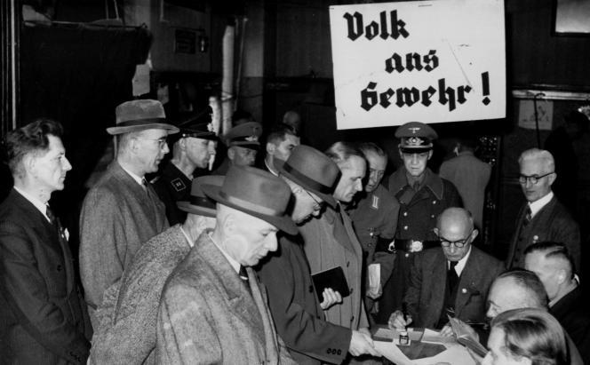 Enrôlement dans la milice populaire allemande des hommes de 16 à 60 ans, octobre 1944.