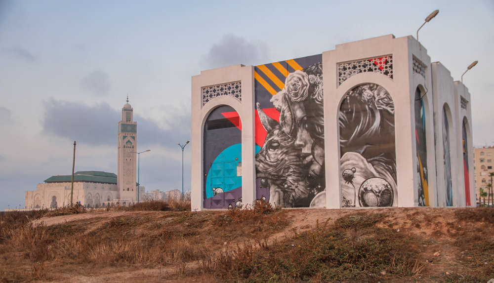Cette fresque du projet « Casa Mouja » («vague», en arabe), mené par le graffeur Rebel Spirit, décore un transformateur électrique à côté de la mosquée Hassan-II.