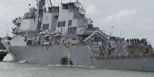 Le «John S. McCain» a pu regagner péniblement Singapour lundi après que sa coque eut été sérieusement endommagée dans une collision avec un pétrolier libérien.