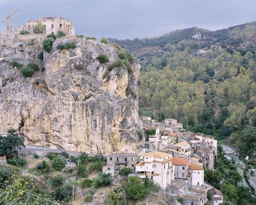 Palizzi, villagepittoresque doté d'une forteresse médiévalequi surplombe le versant méridional de la Calabre.