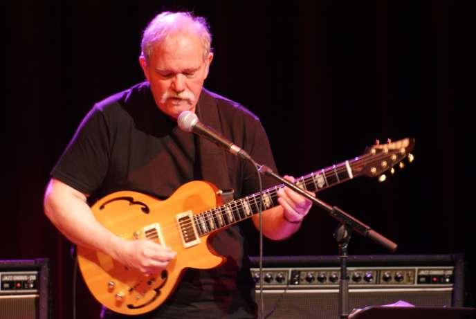 Le guitariste John Abercrombie en concert à Nice en 2008.