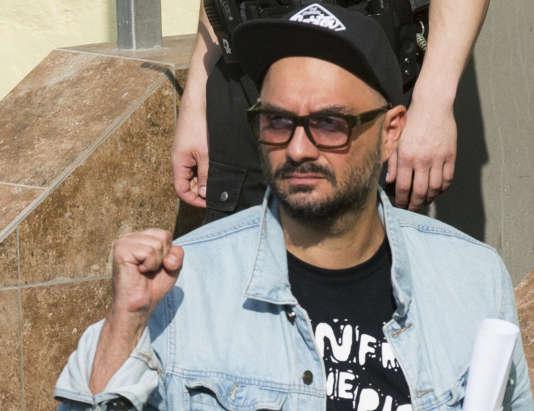 Le metteur en scène et cinéaste Kirill Serebrennikov, à sa sortie du tribunal, à Moscou, le 23 août 2017.