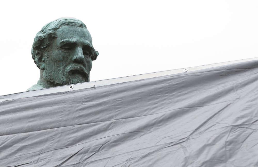 La statue du général Robert E. Lee dans le parc Emancipation.