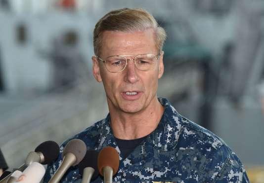 Le vice-amiral Joseph Aucoin le 18 juin 2017, après l'accident meurtrier du detsroyer USS Fitzgerald au large de la ville japonaise de Yokosuka.