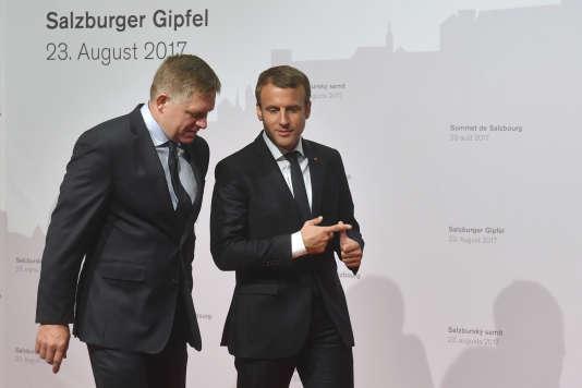 Emmanuel Macron et le premier minsitre slovaque Robert Fico, à Salzbourg le 23 août.
