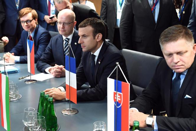 Emmanuel Macron lors d'une rencontre avec le groupe de Visegrad, à Bruxelles le 23 juin.