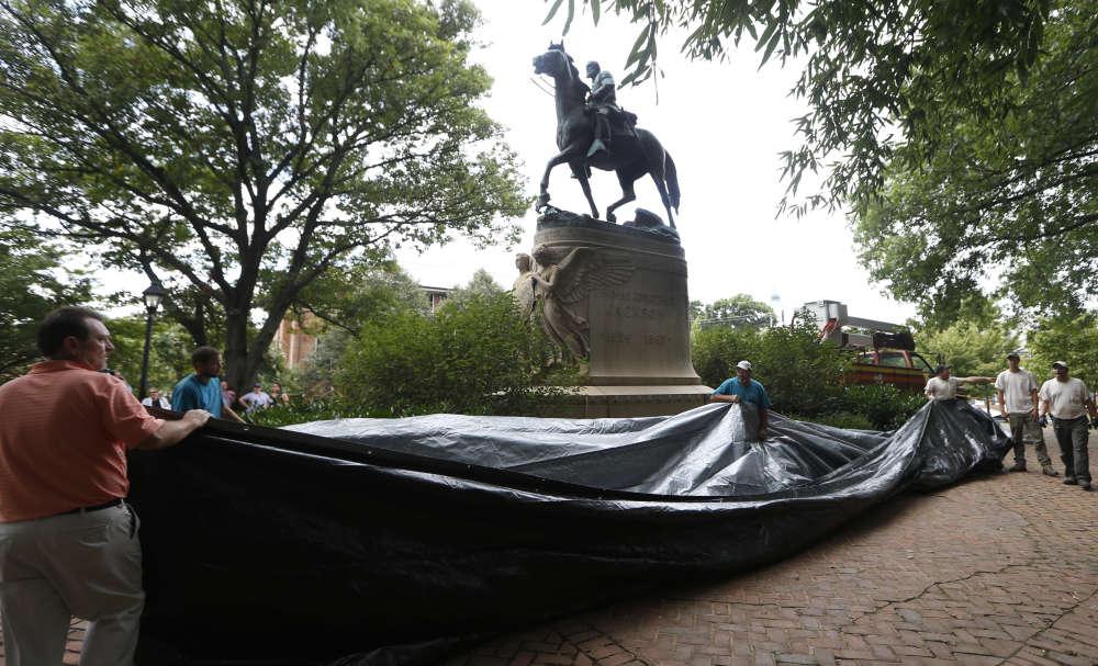 La statue du général Stonewall Jackson dans le parc Justice.