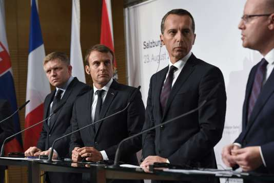 Le premier ministre slovaque Robert Fico, le président français Emmanuel Macron, le chancelier autrichien Christian Kern et le premier ministre tchèque Bohuslav Sobotka,à Salzbourg, le 23 août.