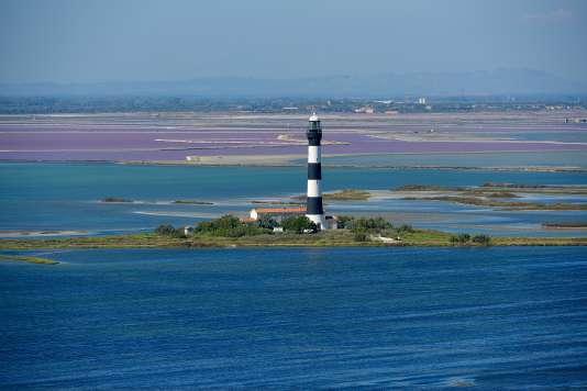 Le phare de Faraman, en Camargue, sur la commune d'Arles,la plus grandede France métropolitaine.