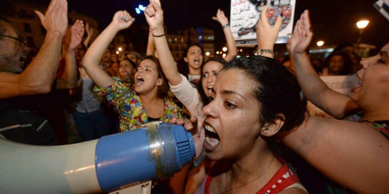 Manifestation à Inezgane (Maroc),après que deux jeunes filles ont été poursuivies pour avoir porté des jupes jugées trop courtes, en juin 2015.