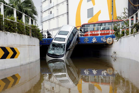 Dégâts après la typhon Hato à Macao, le 24 août.