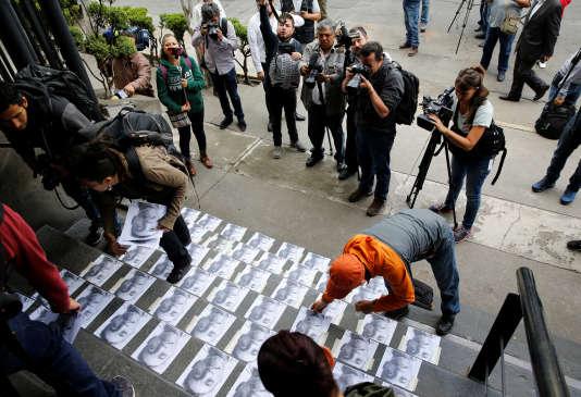 A Mexico, le 24 août 2017, un hommage est rendu à Candido Rios Vazquez, un journaliste de l'Etat de Veracruz abattu deux jours plus tôt.