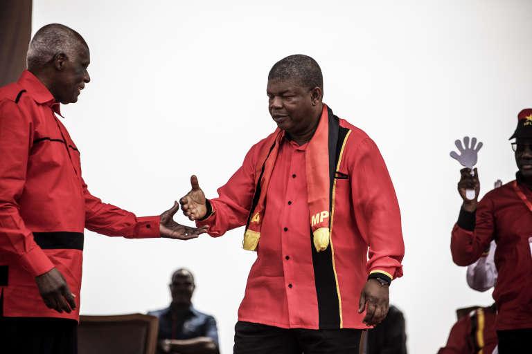 Le président angolais sortant, José Eduardo dos Santos, et le candidat du MPLA, Joao Lourenço, lors du dernier meeting de campagne, le 19août, à Luanda.