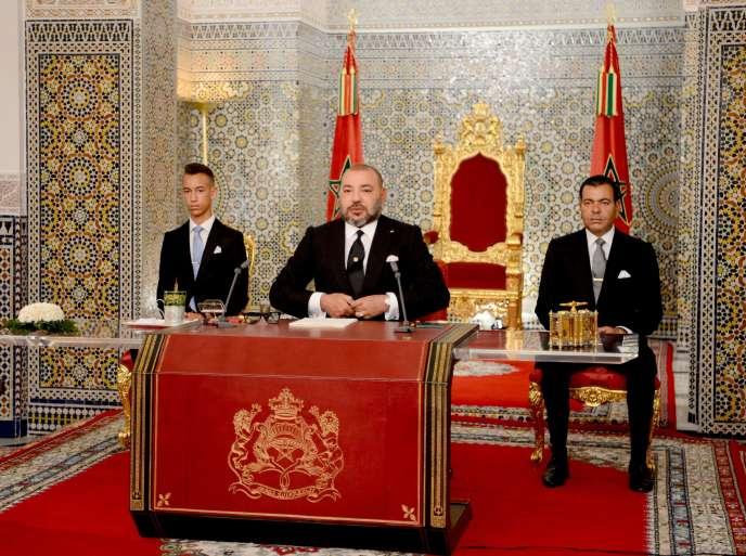 Mohammed VI (au centre), à Tétouan (Maroc), le 29 juillet.