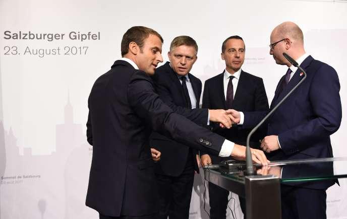 Emmanuel Macron, Robert Fico, Christian Kern et Bohuslav Sobotka, à Salzbourg (Autriche), le 23 août.