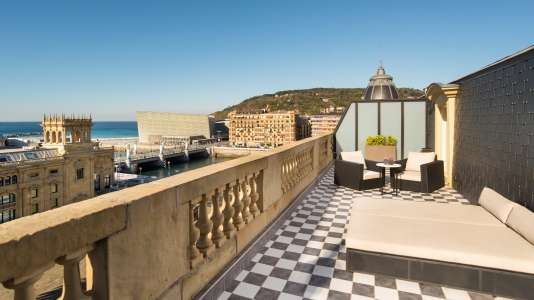 Suite avec terrasse de l'hôtel légendaire Maria Cristina.