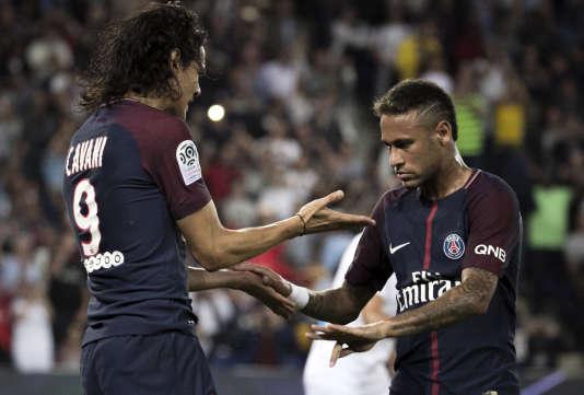 Cavani et Neymar pendant le match du Paris-Saint-Germain face à Saint-Etienne, le 25août.