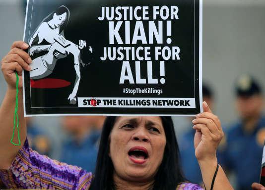 Les manifestants ont scandé des slogans contre le gouvernement de Rodrigo Duterte.
