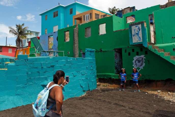 Sur les lieux du tournage du clip « Despacito», dans le quartier de La Perla, à San Juan (Porto Rico), le 22 juillet.