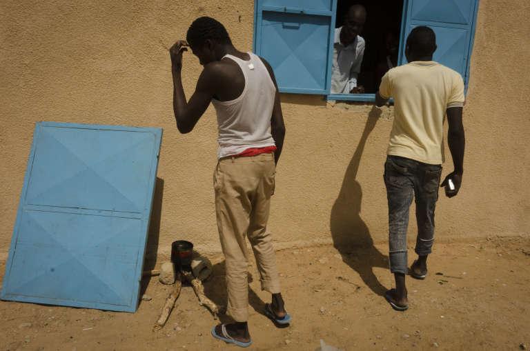 Des anciens combattants de Boko Haram dans le centre de repentis de Goudoumaria,à 200km à l'ouest de Diffa, au Niger.