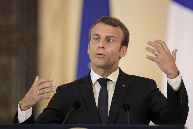 Emmanuel Macron, pendant son déplacement à Bucarest (Roumanie), le 24 août.