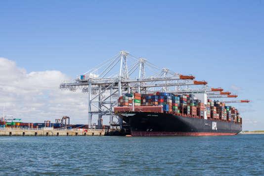 Le port accueille les plus grands porte-containers du monde.