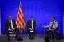 De gauche à droite : Joaquim Forn, conseiller à l'intérieur du gouvernement catalan, Carles Puigdemont, président de la Catalogne, et Josep Lluis Trapero, porte-parole de la police catalane, le 20 août à Barcelone.